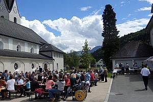 Permalink to:So., 10. Juni: Grillfest und Ministrantenaufnahme